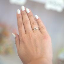 Pierścionek zaręczynowy This is Love: białe złoto, niebieski szafir