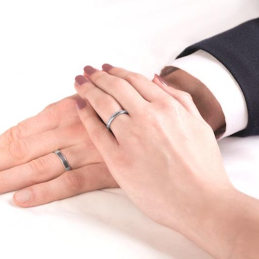 Snubní prsteny Dream: bílé zlato, bílý safír, ploché, 3 mm