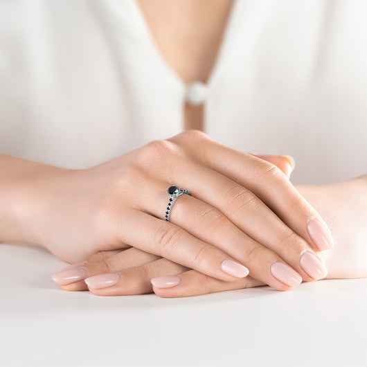 Pierścionek zaręczynowy Share Your Love: białe złoto, czarny diament