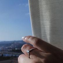 Pierścionek zaręczynowy Share Your Love: białe złoto, biały szafir