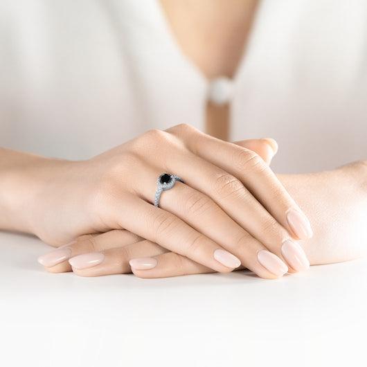 Pierścionek zaręczynowy This is Love: białe złoto, czarny diament