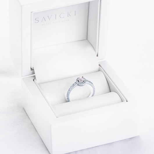 Pierścionek zaręczynowy This is Love: białe złoto, biały szafir