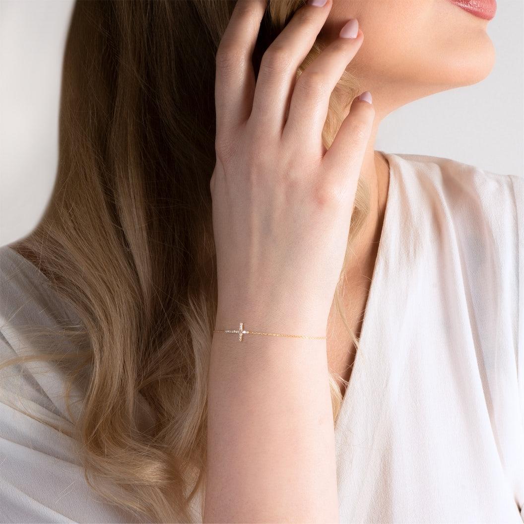 Bransoletka krzyżyk Savicki: złota, cyrkonie