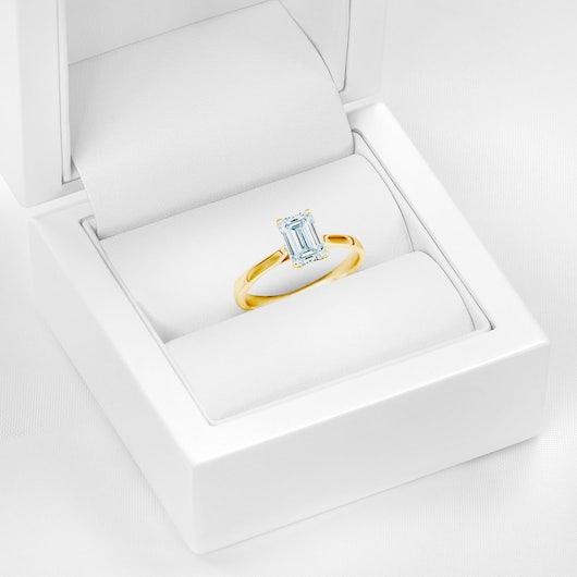Pierścionek zaręczynowy Pure: żółte złoto, diament