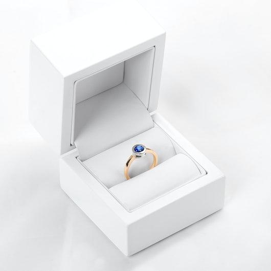 Pierścionek zaręczynowy SAVICKI: dwukolorowe złoto, niebieski szafir