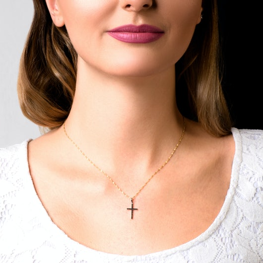 Zawieszka krzyżyk Savicki: białe złoto, czarne diamenty