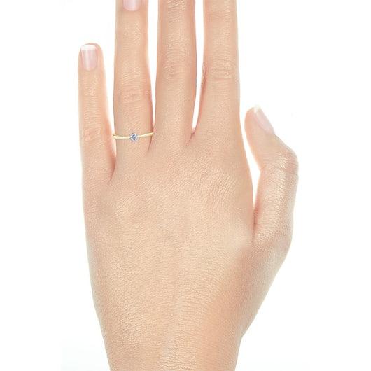Pierścionek zaręczynowy Triumph of Love: dwukolorowe złoto, z białym szafirem