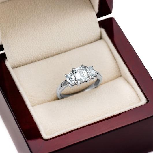 Pierścionek zaręczynowy Pure: białe złoto, diament