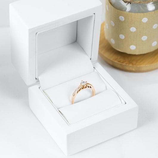 Pierścionek zaręczynowy SAVICKI: złoty, diamenty
