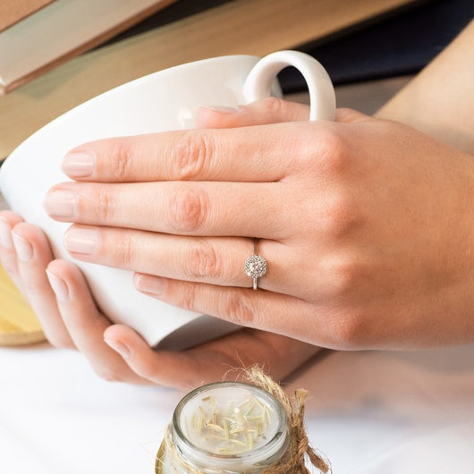 Zásnubní prsten SAVICKI: bílé zlato, bílý safír