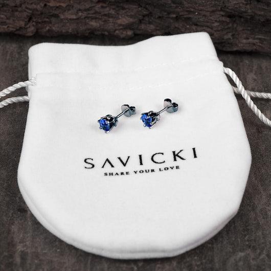 Náušnice Savicki: černé zlato, safíry