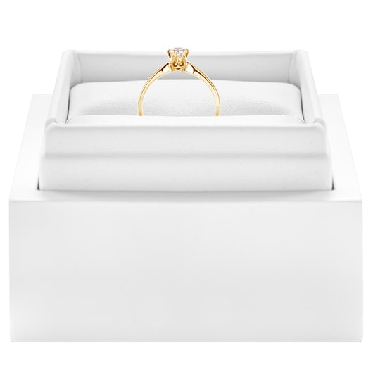 Pierścionek zaręczynowy Triumph of Love: złoty, biały szafir